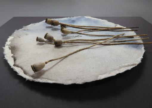 """Moohnd"", Linksansicht, von Sandra Egert, Close-up-Serie, Wandobjekt auf handgeschöpftem Papier, Ø 19cm H 3 cm, aufgezogen auf Passepartoutkarton B 24 x L 30 cm"